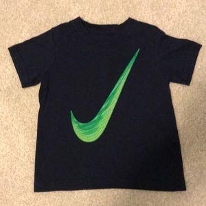 Nike Boys T Shirt.  Size 7, Navy Blue
